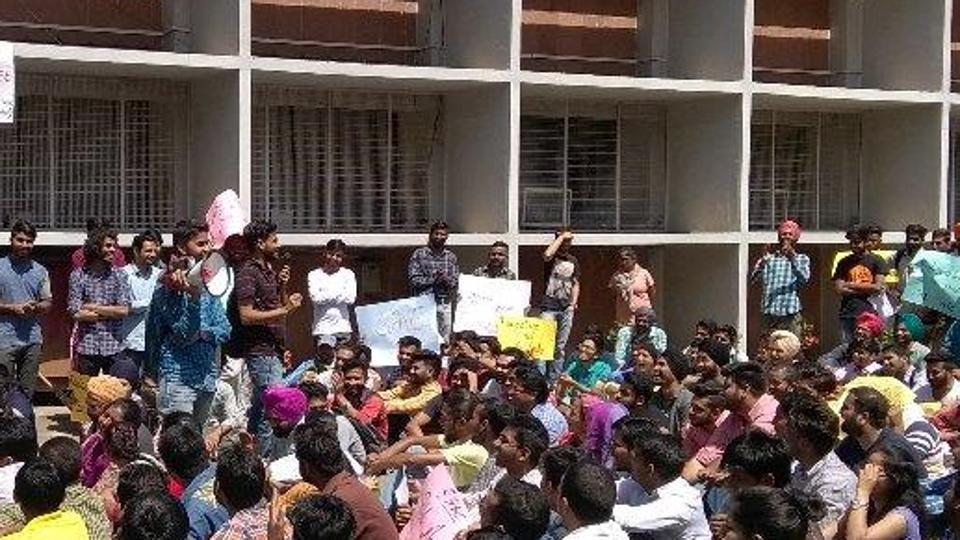Fee Hike Pu Witnesses Clashes Between Students Cops